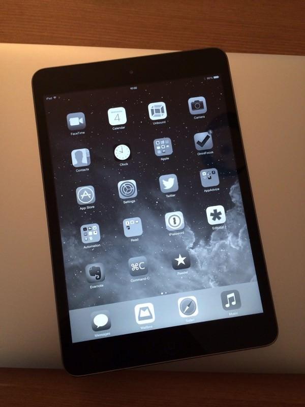 Черно-белый экран iPad