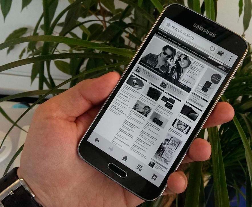 Черно-белый экран Galaxy S5