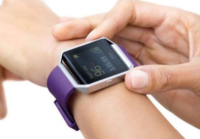 Компания Fitbit выпустила смарт-часы Blaze