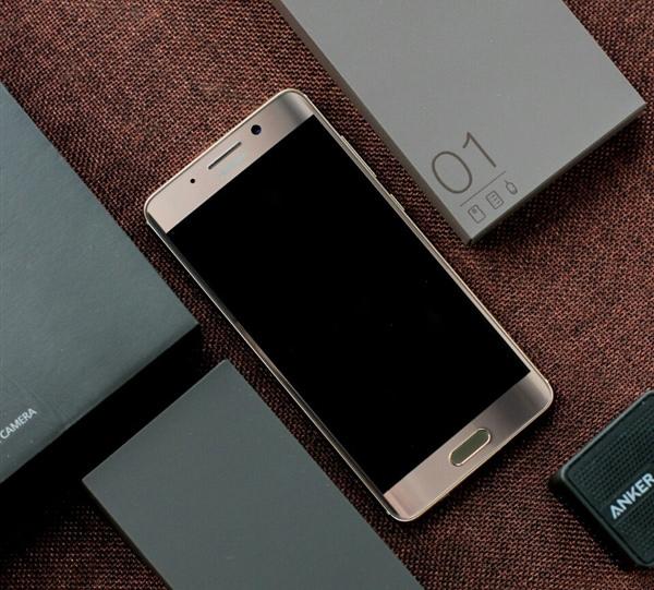 Топовый смартфон Huawei Mate 9 Pro