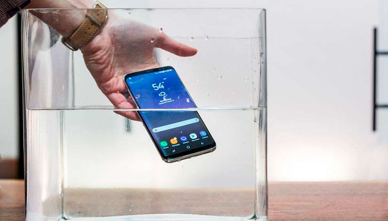 Samsung Galaxy S8 и S8+: водозащита IP68