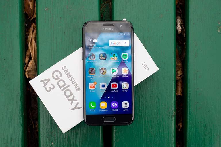 #5. Samsung Galaxy A3 (2017)