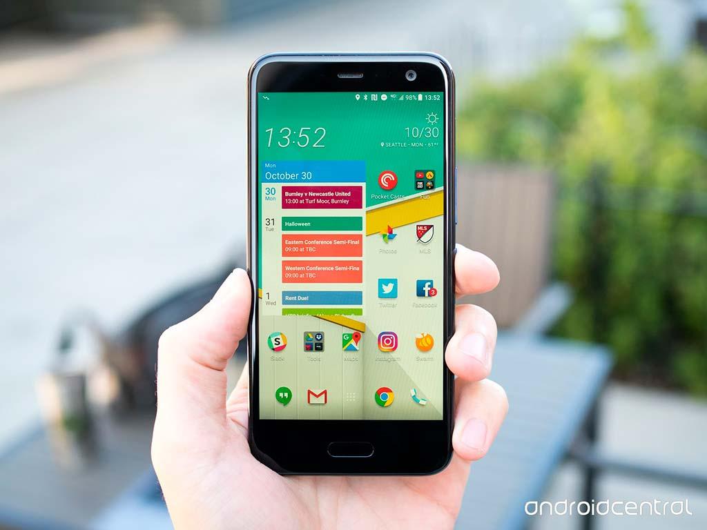 HTC U11 Life: стильный стеклянный смартфон среднего уровня
