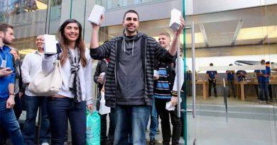 За первых три дня Apple продала 10 млн iPhone