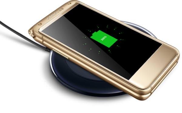 Samsung W2017. Беспроводная зарядка