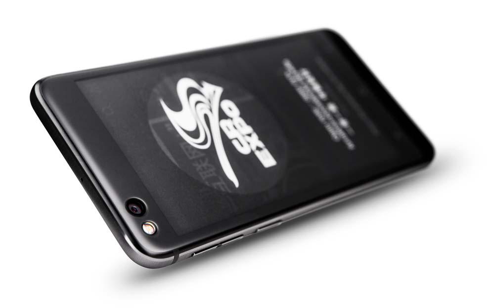 Новый YotaPhone 3: второй экран на электронных чернилах E-Link
